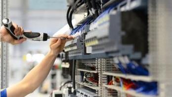Frequenzumrichter mit Schaltschrankbau